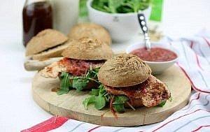 Puten Burger mit Rhabarber-Relish