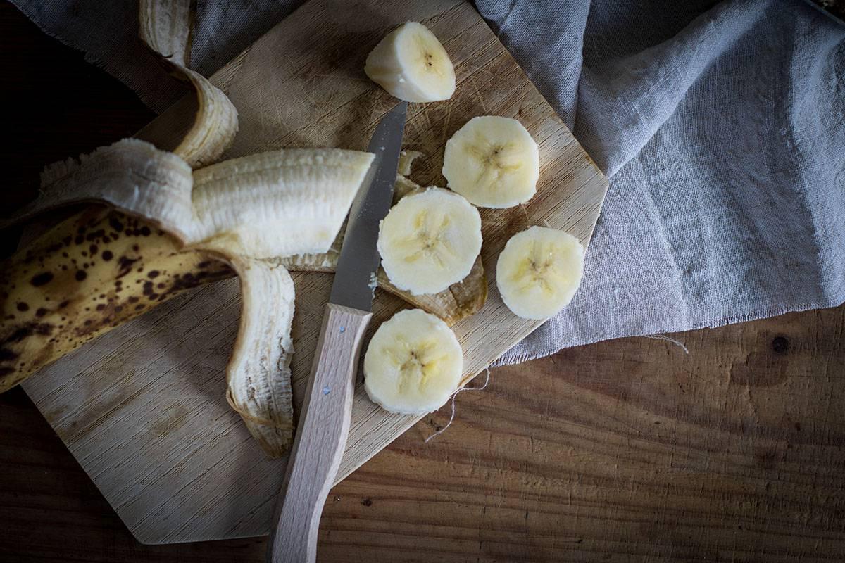 Granola mit Banane und Schokolade