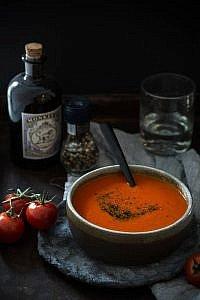 Tomatensuppe mit Basilikumpesto perfekt für kalte Tage