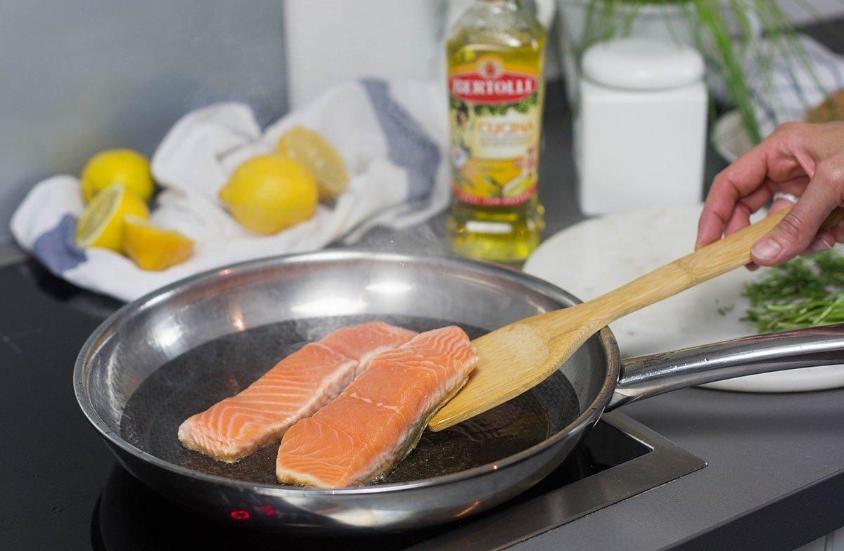 gebratener Lachs mit dicke Bohnenpueree ein tolles und einfaches Essen