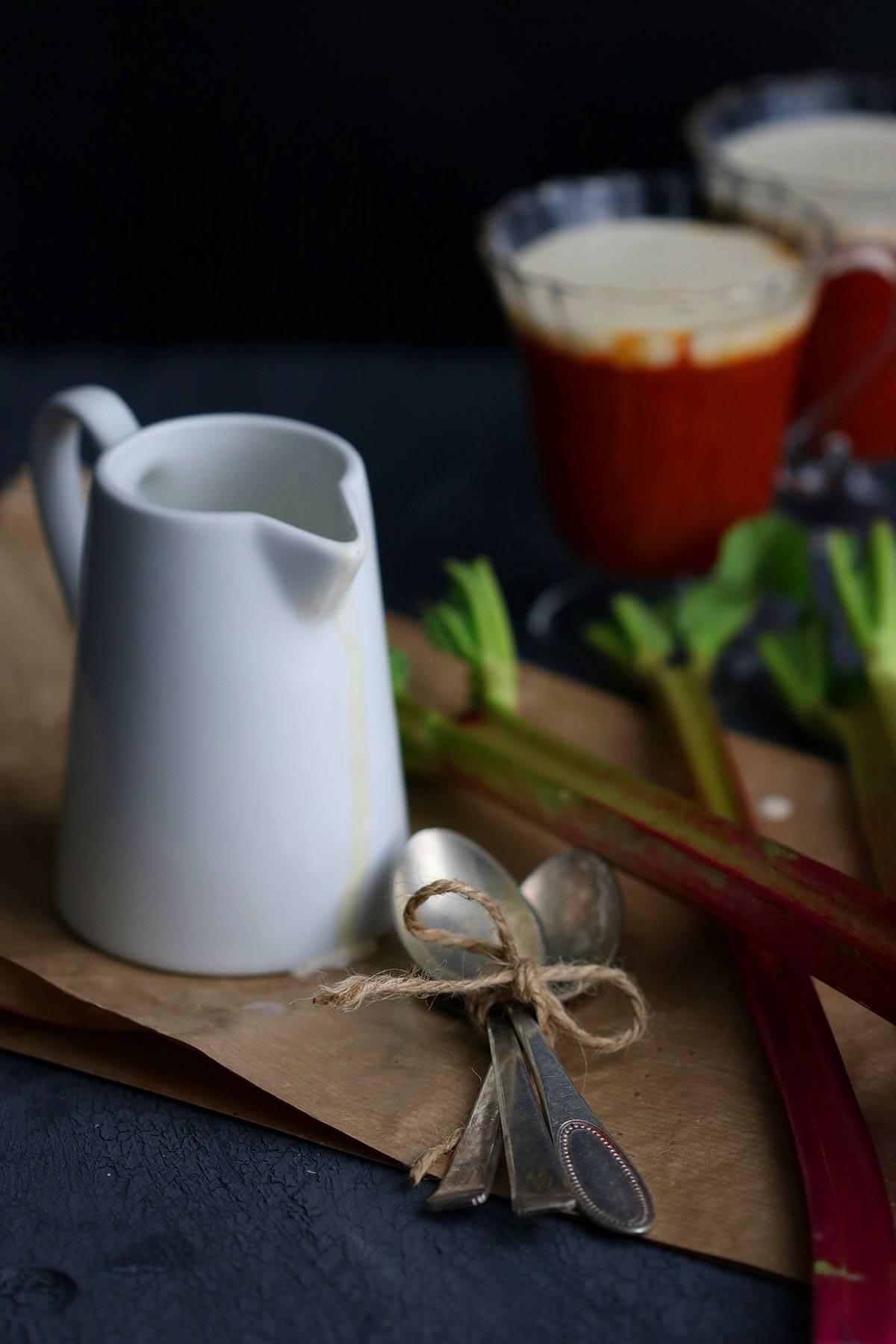 Rhabarber Kompott mit Vanillesauce