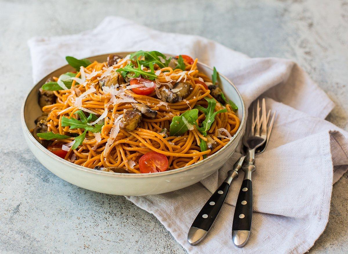 schneller Nudelsalat mit Rucola und Pilzen