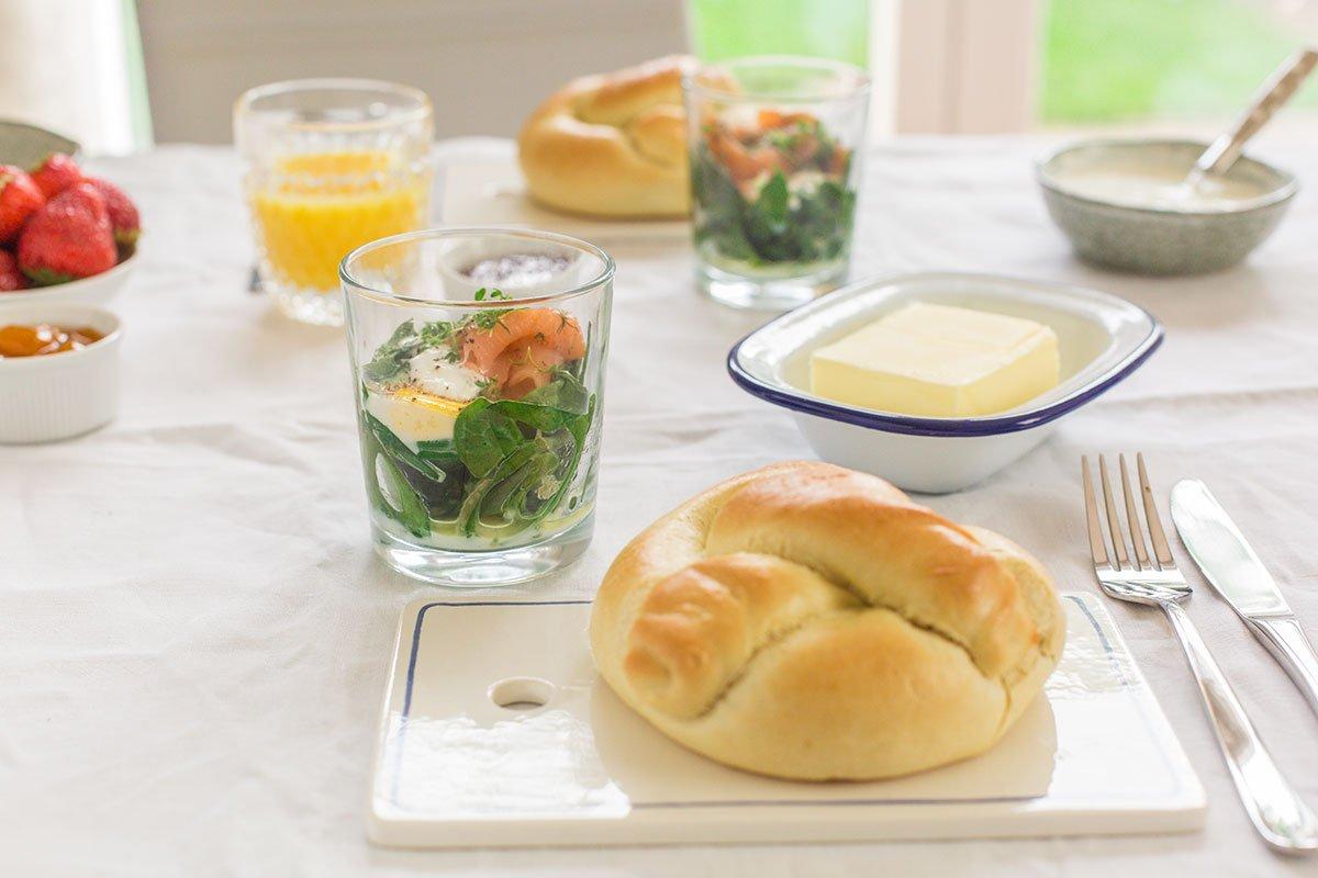 Ei im Glas mit Spinat und Lachs