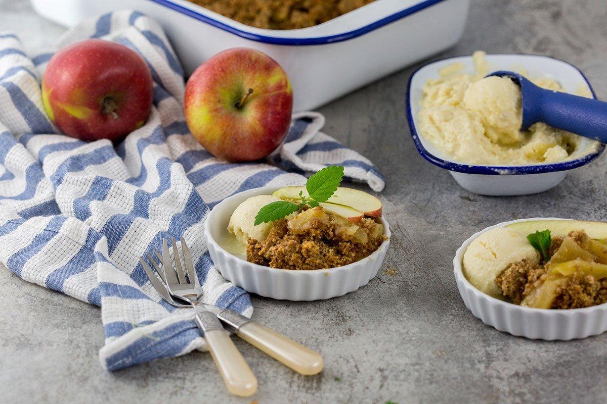 Apfel Crumble Rezept mit Apfeleis