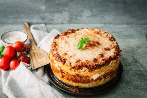 Spaghetti Torte mit Hackfleisch – das perfekte Familienessen