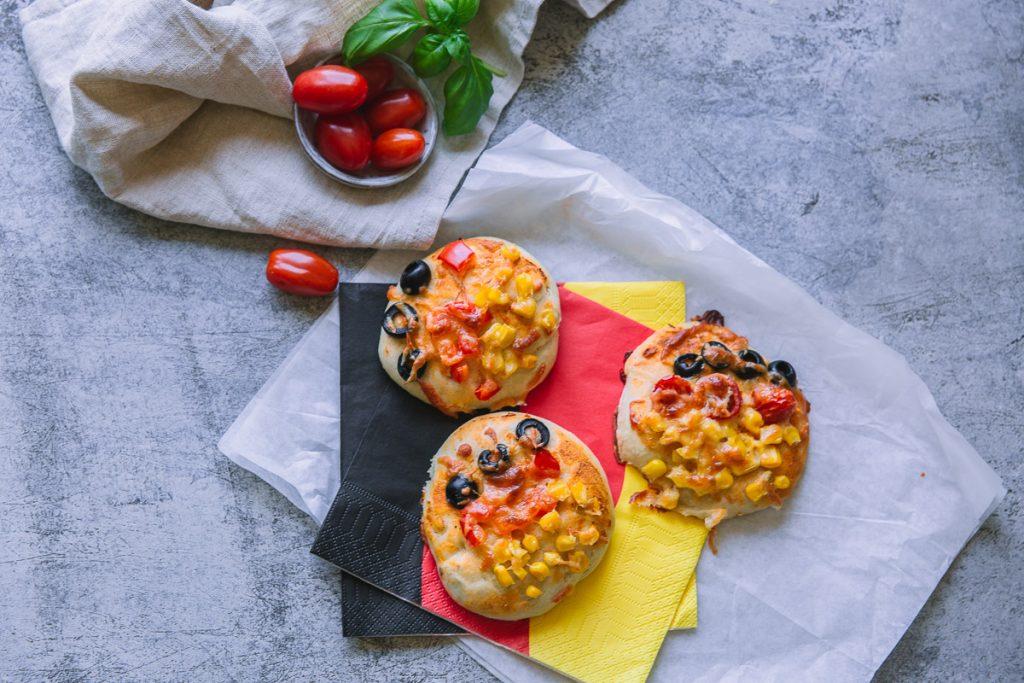 Minipizza Schwarz-Rot-Gold Fußball