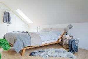 Schlafzimmer einrichten mit Schräge { unser Schlafzimmer im skandinavischen Stil}
