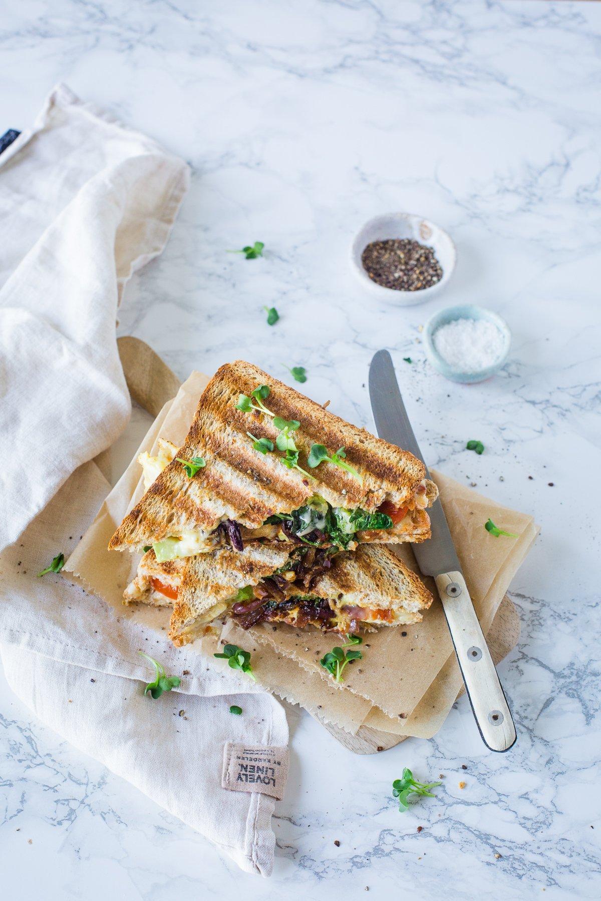 Sandwich mit Avocado und Bacon