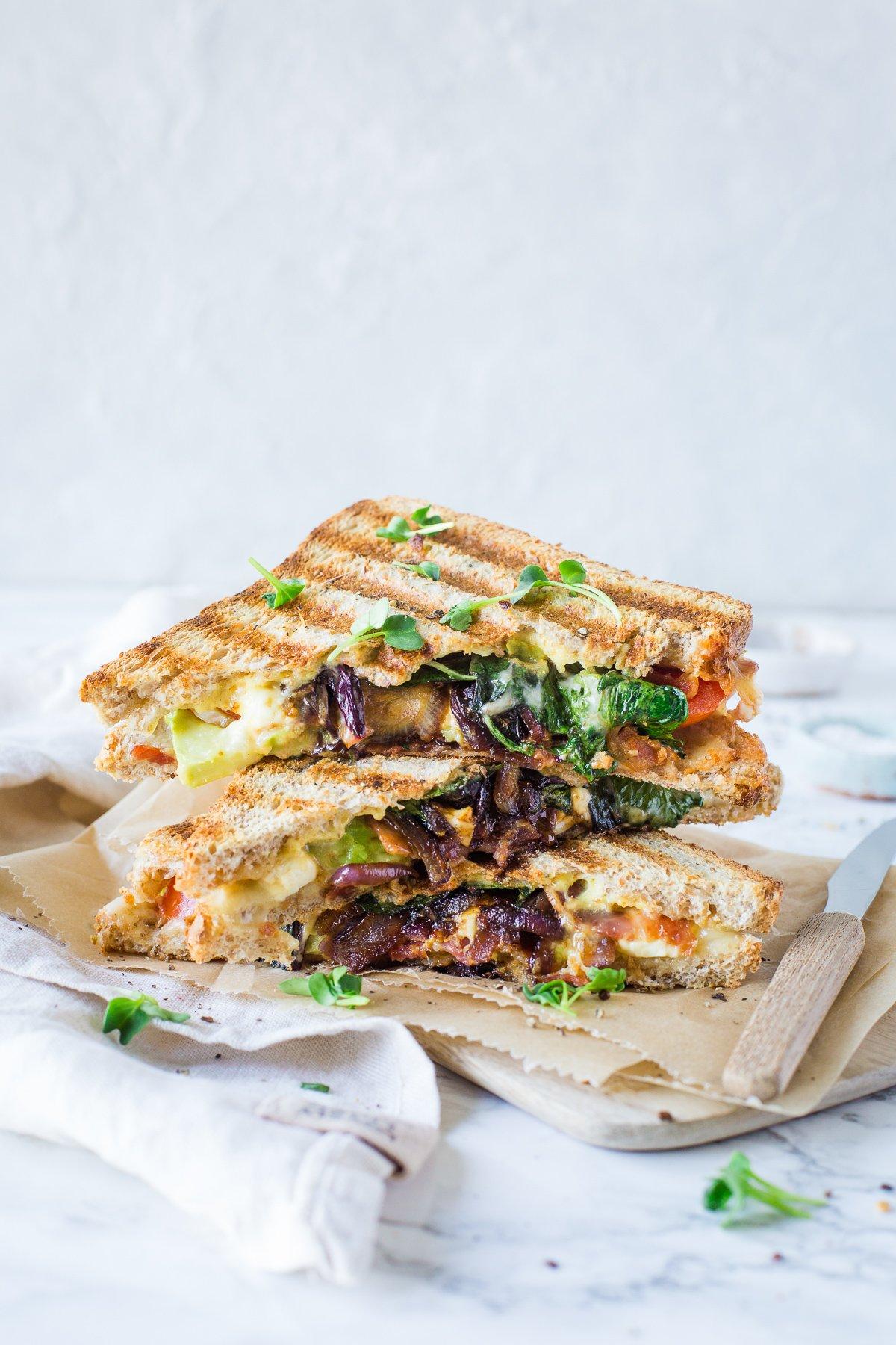 Avocado sandwich mit Bacon